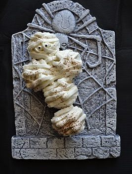 Mummy Cupcake Cake