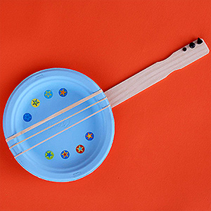 Rubber bands make up this fun banjo that kids will love strumming on