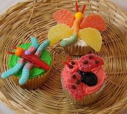 flying-bugs-cupcakesbig