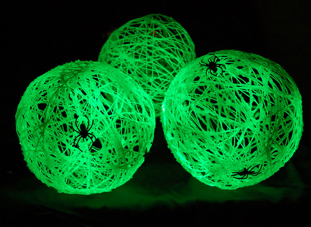 Glow in the Dark Spider Balls