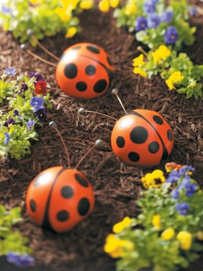 How to Make Bowling Ball Ladybugs