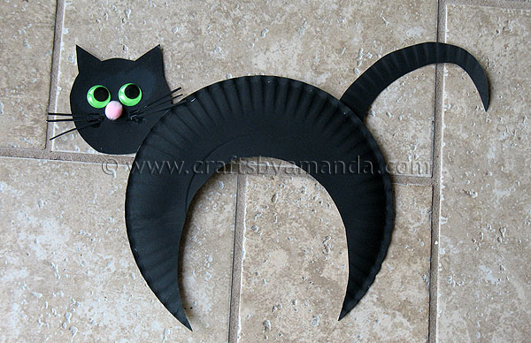 Paper plate black cat fun family crafts - Fabriquer deco halloween ...