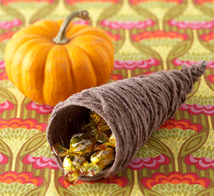 Yarn Cornucopia Treat Cup