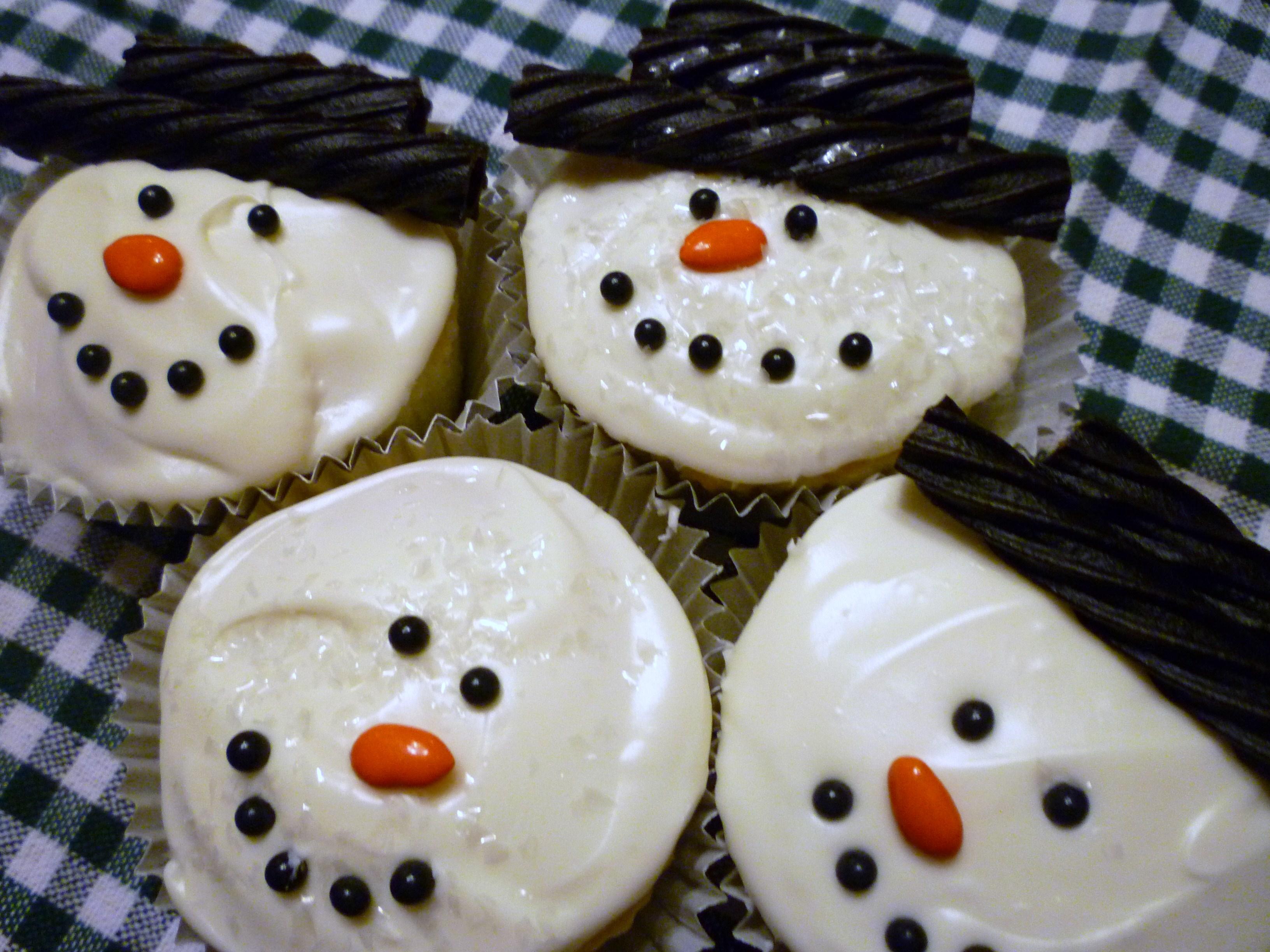 Snowman Cupcakes | Fun Family Crafts