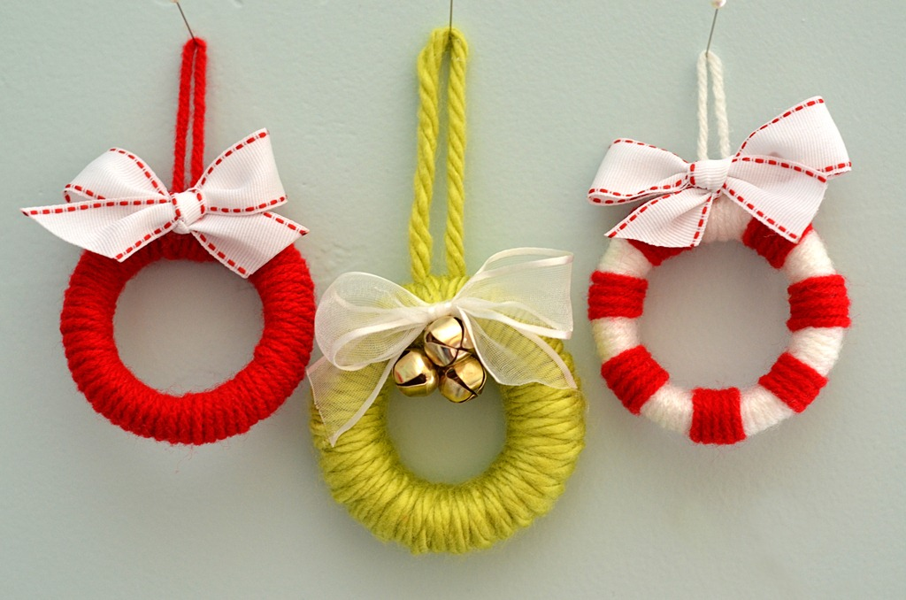 miniature wreath ornaments fun family crafts. Black Bedroom Furniture Sets. Home Design Ideas