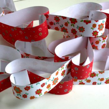 Pretty Paper Heart Chains