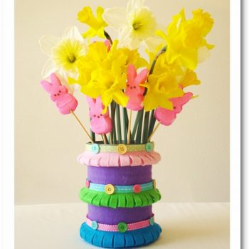 Pretty Spring Vases Made From Felt