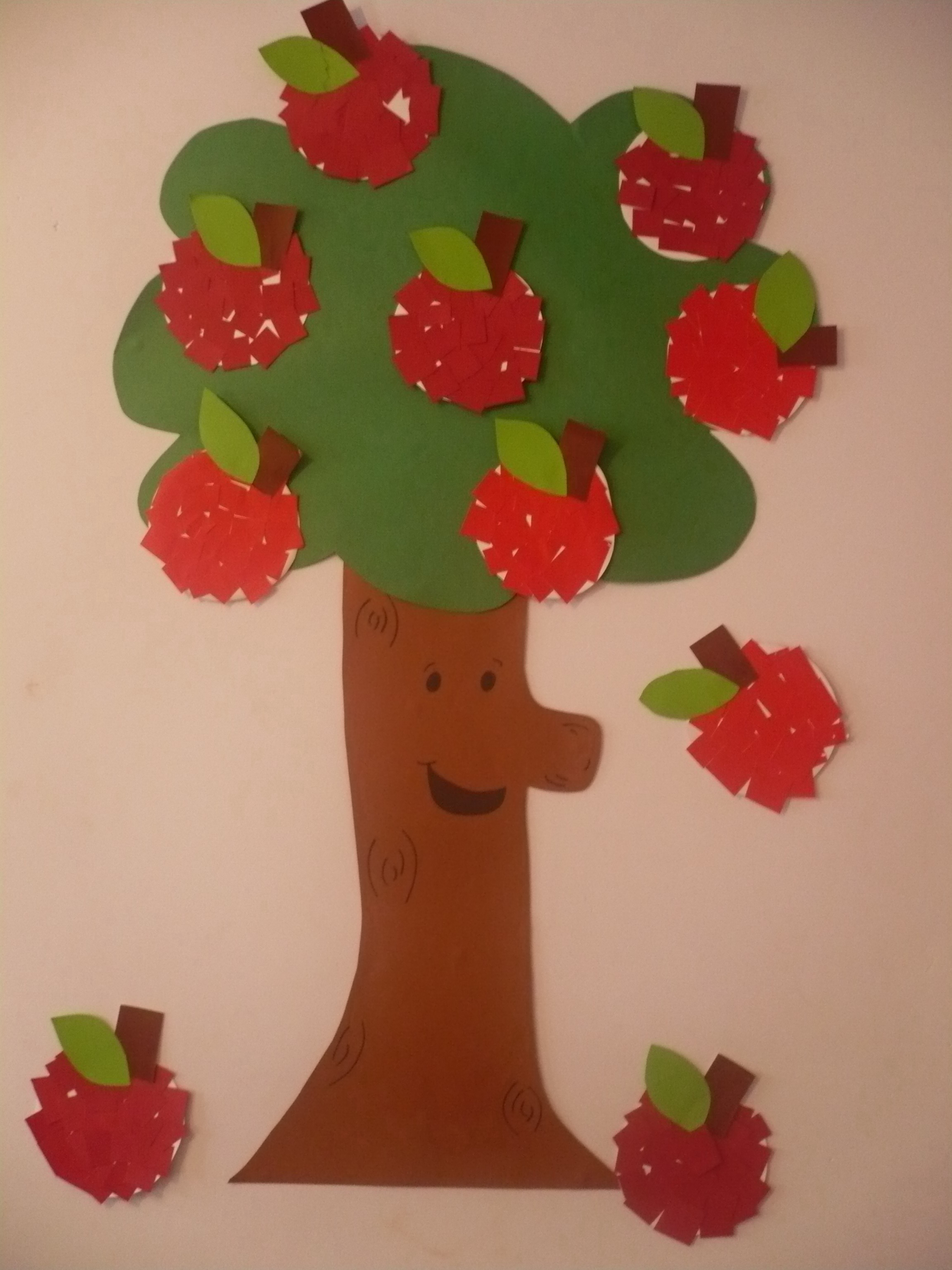 Paper apple tree fun family crafts for Apple tree classroom decoration
