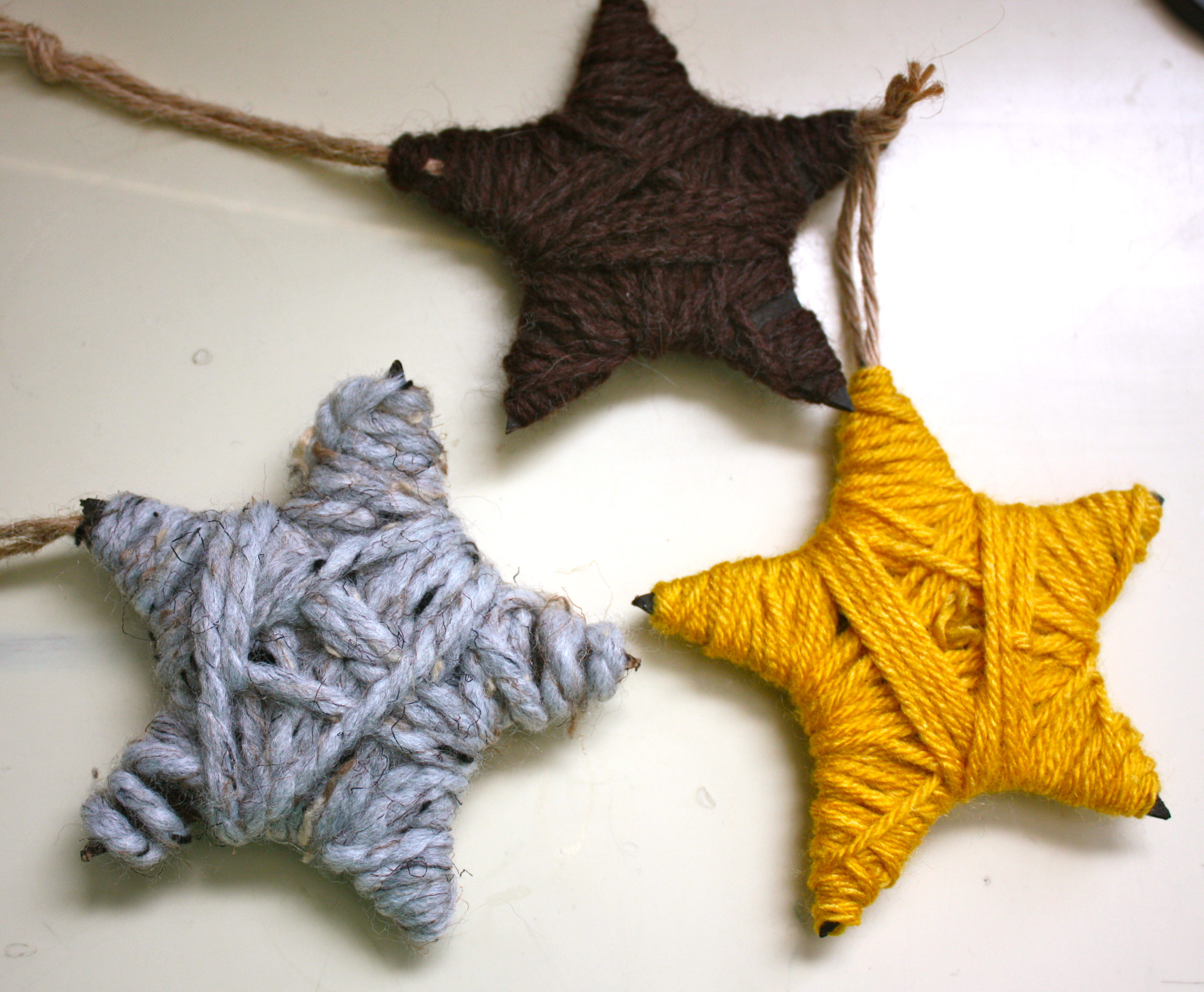 Yarn Wrapped Stars | Fun Family Crafts