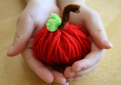 Apple Yarn Favors