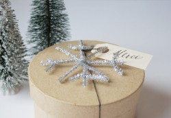 Tinsel Snowflake Gift Topper