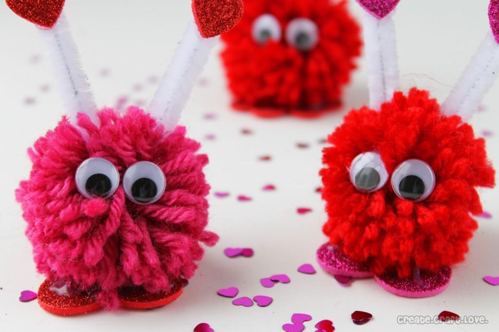 Valentine pom pom monsters fun family crafts - Manualidades para hacer en casa y vender ...