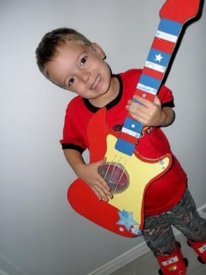 cardboard_guitar-e1363697702388