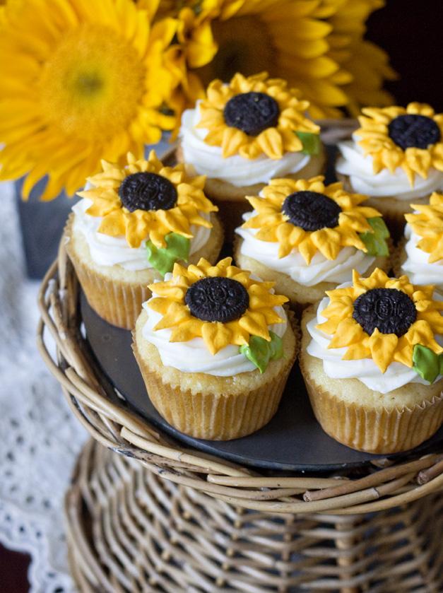 Halloween Cupcakes Toppers: Lemon Sunflower Cupcakes