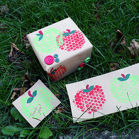 Bubble Wrap Apple Stamping