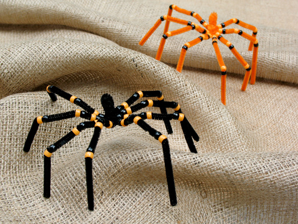 Spooky Pipe Cleaner Spiders