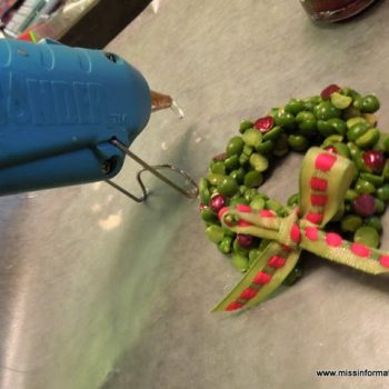 Split Pea Wreath Pin