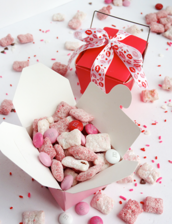 Strawberries and Cream Puppy Chow