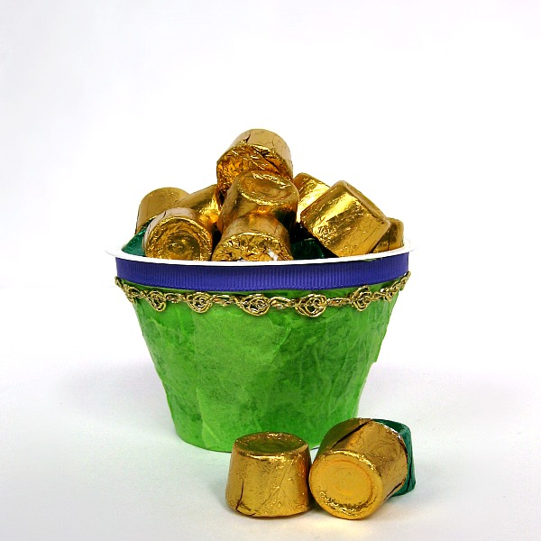 Easy Mardi Gras Treat Cups