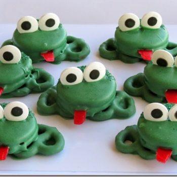 Oreo Pretzel Frogs