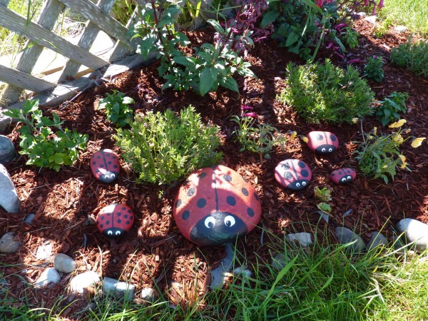 Garden ladybug rocks fun family crafts - Painting rocks for garden what kind of paint ...