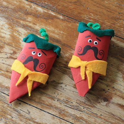 cardboard-tube-chili-pepper-maracas-550