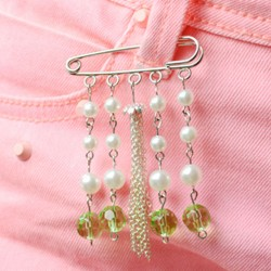 Pearl and Chain Brooch Pin