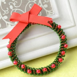 Wire-Wrapped Christmas Wreath