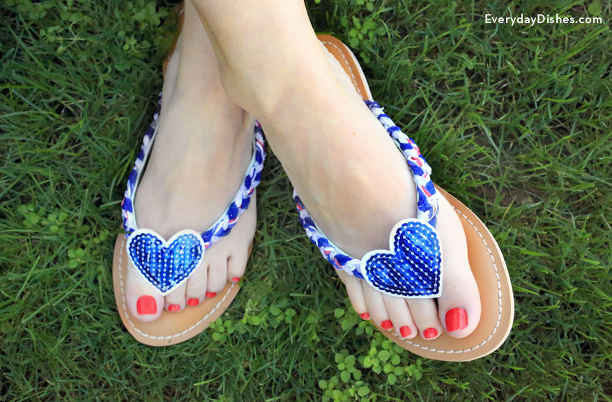 red-white-blue-diy-flip-flops-everydaydishes_com-H.jpg