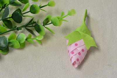 Ribbon Strawberry Brooch