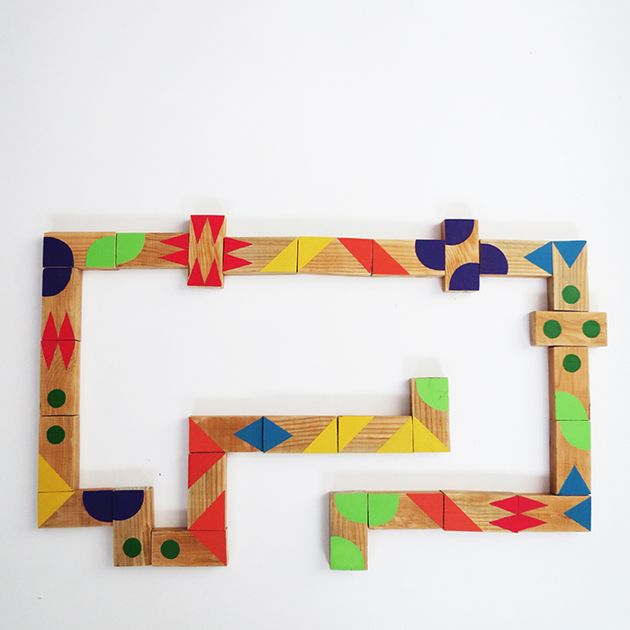 Colorful Dominoes Game