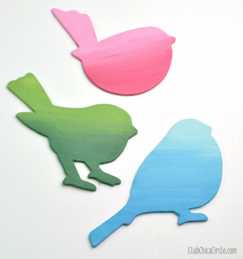 It's time to get in the Spring spirit with this super easy Spring bird wall art. So simple and so pretty.