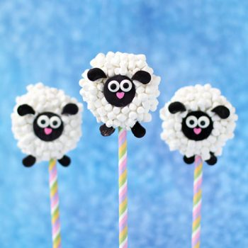 Oreo Lamb Lollipops are the perfect treat to add to your Easter baskets.