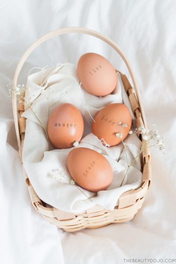 Easy DIY stamped Easter eggs. The easiest way to decorate your Easter eggs this year mess free.