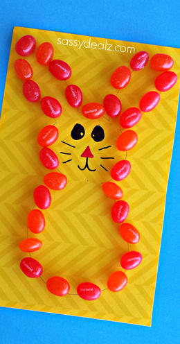 Use jelly beans to make a cute bunny for Easter.