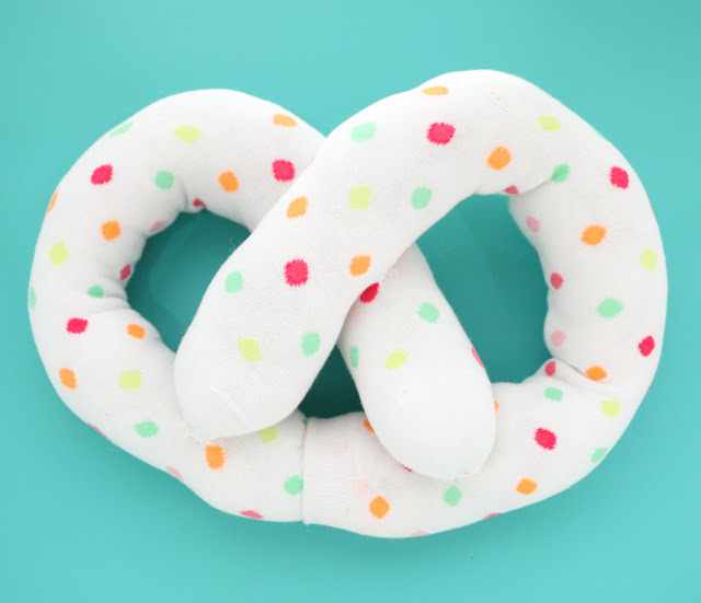This adorable pretzel pillow is really easy and practically a no-sew project.