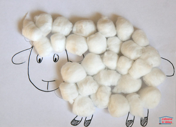 Decorate a lamb with cotton balls