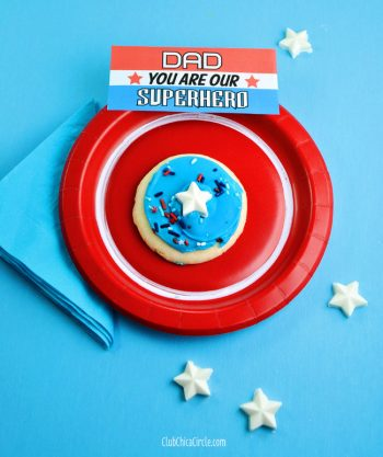 Today's crafty DIY post is all about honoring the superhero Dads out there. Here is a really simple way to give a little Father's Day Superhero treat… without doing any baking!