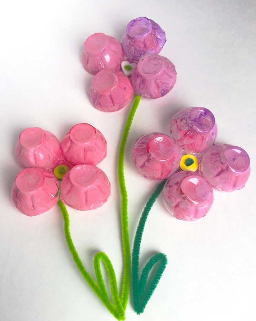 These Toddler Egg Carton Flower Magnets are perfect craft for little kids. This kids activity that is quick, easy, & turns out beautiful every time!