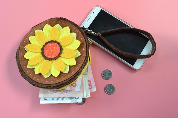 Easy Pandahall Tutorial - How to Make a Sunflower Change Felt Purse