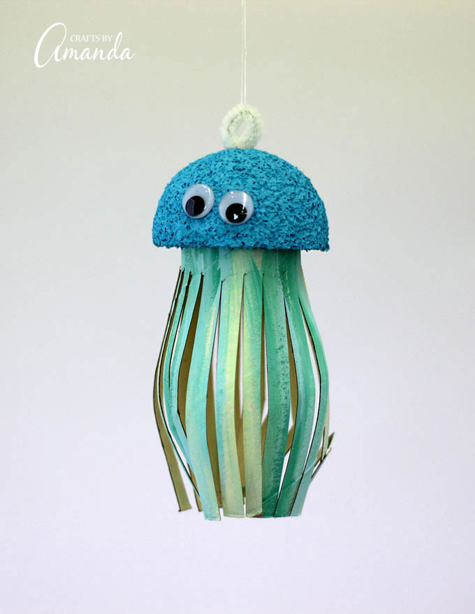 This Cardboard Tube Jellyfish is a great craft to teach your kids about recycling!