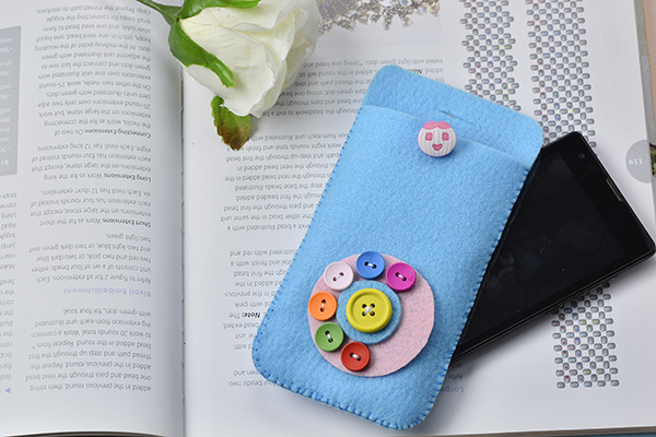 How to Make a Lovely Felt Phone Pouch with Button Decorated at Home