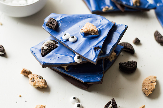 This Cookie Monster Bark is so clever and absolutely delicious!