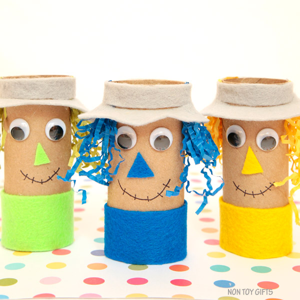 Cardboard tube scarecrow - easy fall craft