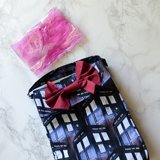 Make your own DIY gel freezer pack to keep the food in your insulated lunch bag fresh and cool.