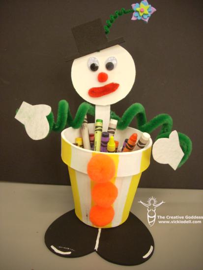Having a fun pencil cup is a great way to encourage kids to head to the desk! This cute clown pencil cup is fun to make and looks so cute and cheerful!