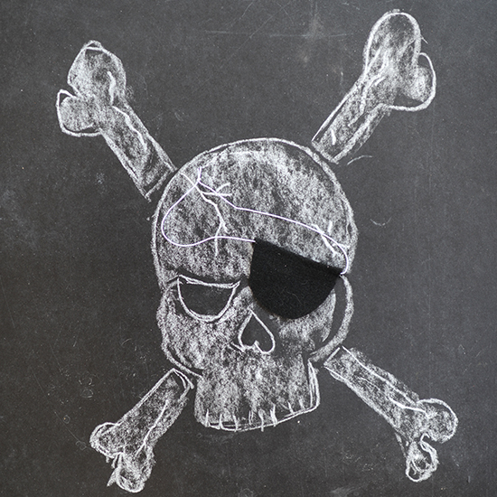 Easy, no-sew, felt pirate patch costume accessory. Arrrr, matey, you'll be ready for Halloween in no time.
