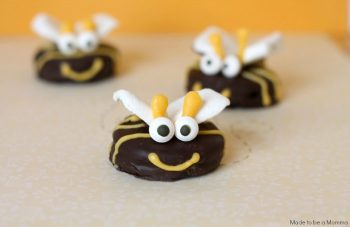 This Oreo Bee is as cute as it is delicious!