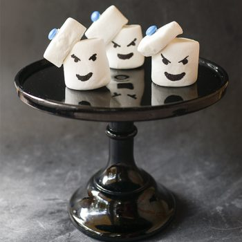These Ghostbusters Stay Puft Marshmallow Man marshmallows are so easy and fast to make.  No icing, no toothpicks.  It's like magic.