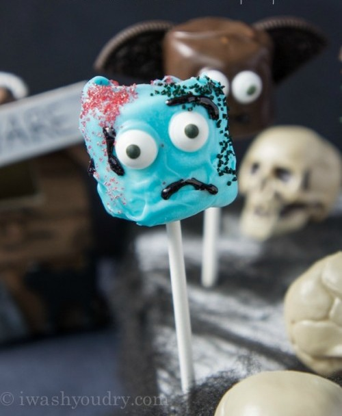 This zombie pop is great fun for Halloween parties.